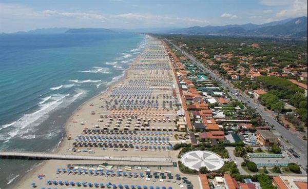 Grote foto toscane chalet aan zee camping itali vakantie autovakanties
