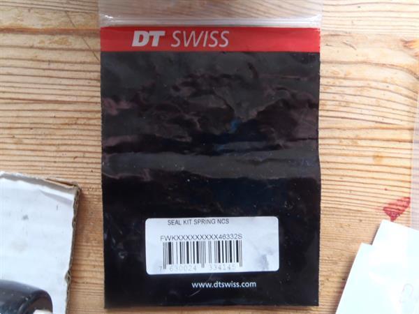 Grote foto onderhoud en revisie van dt swiss voorvorken fietsen en brommers mountainbikes en atb