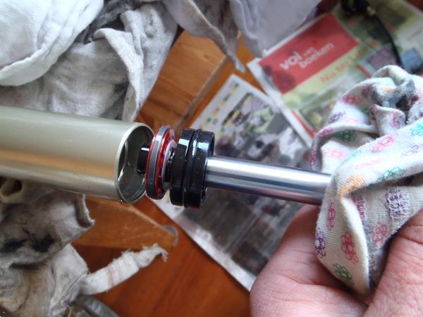 Grote foto onderhoud en revisie van geveerde voorvorken fietsen en brommers onderdelen