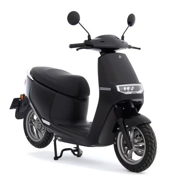 Grote foto ecooter e2 s50 mat zwart bij central scooters kopen 2999 fietsen en brommers scooters