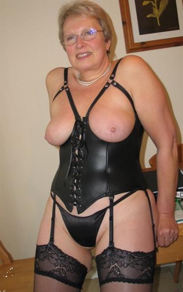 Grote foto kinky oma heeft er zin in erotiek vrouw zoekt nmalig contact man
