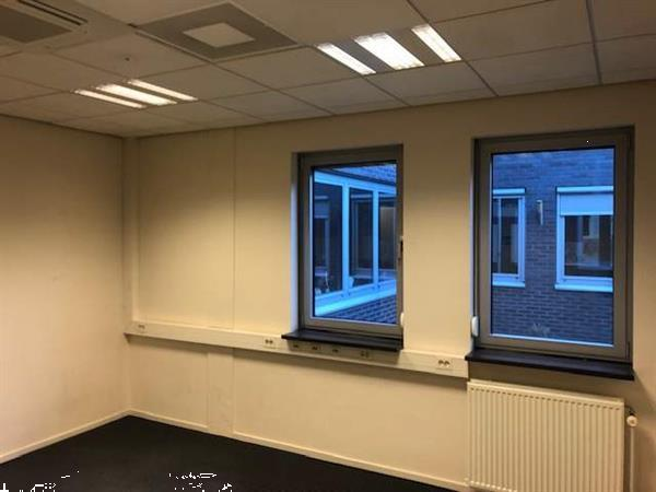 Grote foto zeer representatieve kantoorunits in verschillende oppervlak huizen en kamers bedrijfspanden