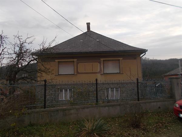 Grote foto a family house in north east of hungary huizen en kamers eengezinswoningen
