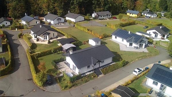 Grote foto bungalow voor 4 p. op park in de eifel vakantie duitsland west