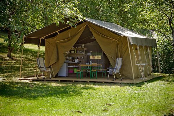 Grote foto tendi luxe ingerichte safari lodgetenten vakantie frankrijk