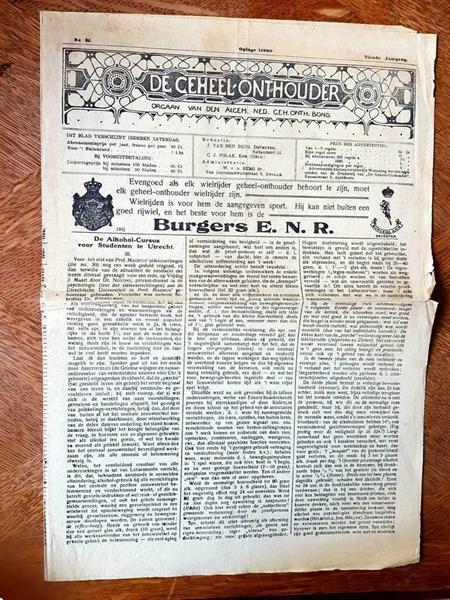 Grote foto oude kranten en tijdschriftprenten verzamelen tijdschriften en kranten