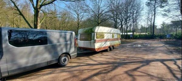 Grote foto gratis afvoer van uw oude sloop caravans caravans en kamperen caravan