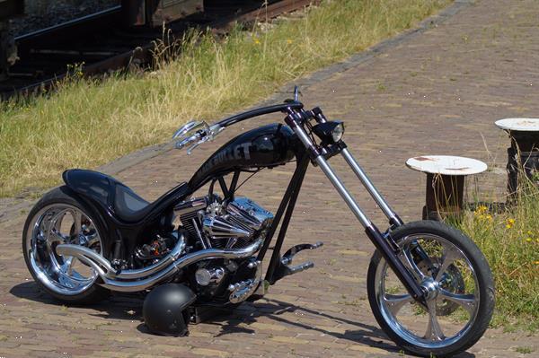 Grote foto harley black bullet motoren harley davidson