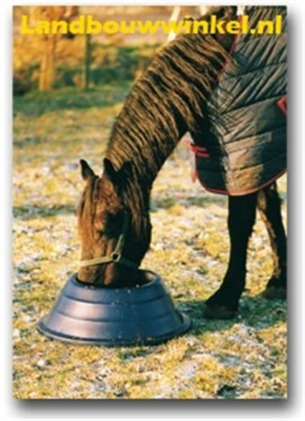 Grote foto ronde paardenvoerbak voor weiland of paardenstal dieren en toebehoren paarden accessoires