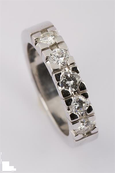 Grote foto wit gouden rij ring met briljant sieraden tassen en uiterlijk ringen voor haar