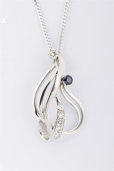 Grote foto wit gouden hanger met saffier en briljant sieraden tassen en uiterlijk kettingen