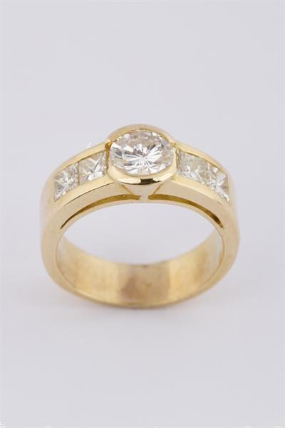 Grote foto gouden band ring met briljant en diamanten sieraden tassen en uiterlijk ringen voor haar