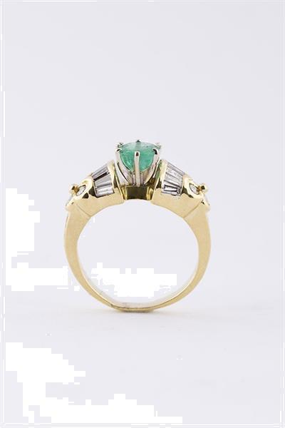 Grote foto gouden band ring met een smaragd en diamanten sieraden tassen en uiterlijk ringen voor haar
