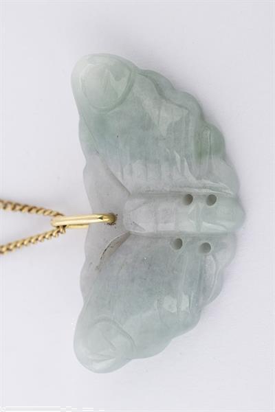 Grote foto jade gelukshanger aan gouden collier sieraden tassen en uiterlijk kettingen