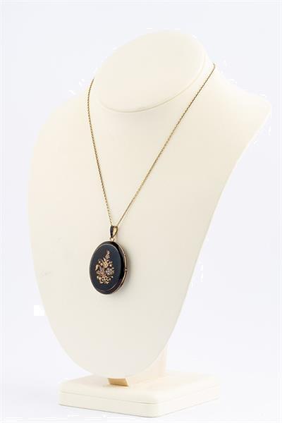 Grote foto antieke gouden medaillon met emaille en parels sieraden tassen en uiterlijk kettingen