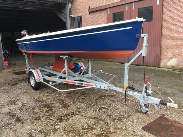 Grote foto damco trailer voor zeilboot met kiel watersport en boten boottrailers