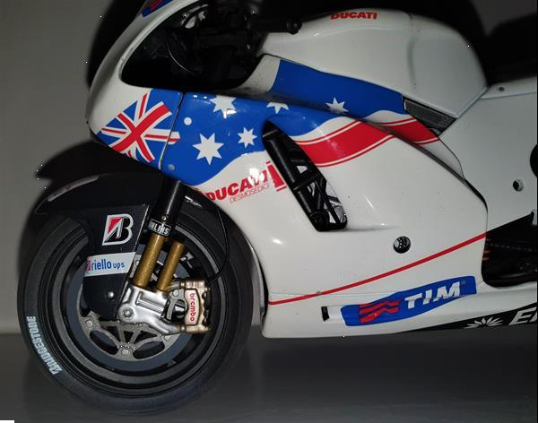 Grote foto yamaha yzr m1 carl crutchlow 2011 limited edition hobby en vrije tijd 1 5 tot 1 12