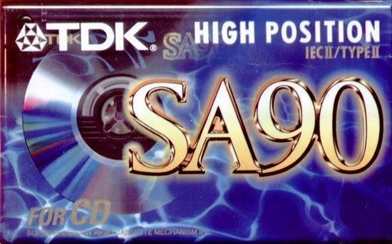 Grote foto te koop ca. 200 voorn. chrome cassettebandjes. cd en dvd cassettebandjes