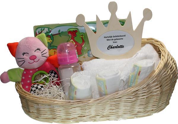 Grote foto baby cadeaumand poppenreiswieg met kroon lijstje kinderen en baby kraamcadeaus en geboorteborden