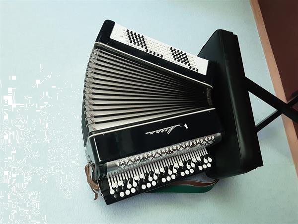Grote foto mooie knopaccordeon muziek en instrumenten accordeons