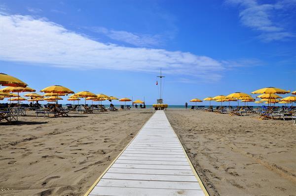 Grote foto stacaravans te huur aan zee toscane itali vakantie italie