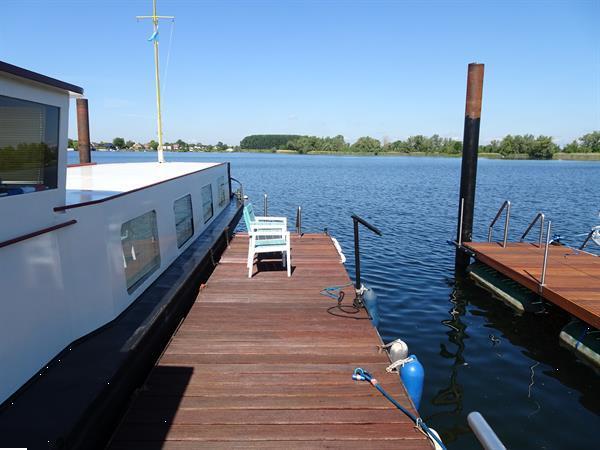 Grote foto recreatiewoonboot op eigen grond met eigen water. vakantie nederland zuid