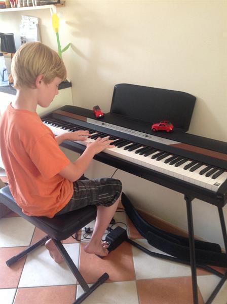 Grote foto digitale piano huren alleen topmerken. verhuur. muziek en instrumenten piano en vleugels