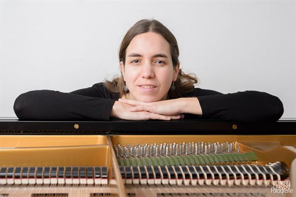 Grote foto pianoles tilburg gediplomeerd pianodocente les op bechstein vleugel muziek en instrumenten keyboard en pianoles